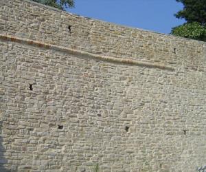 cinta muraria serra san quirico ancona